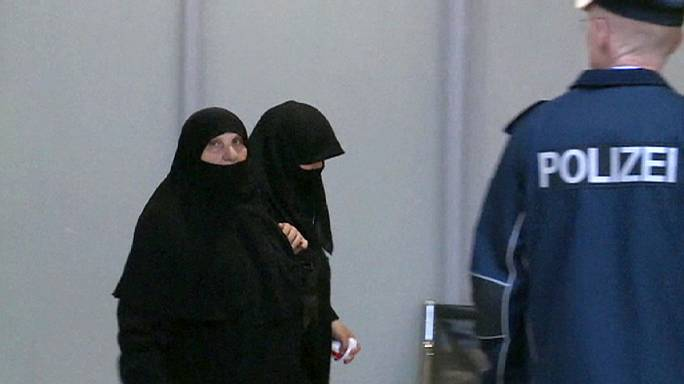В Германию прибыла первая группа сирийских беженцев
