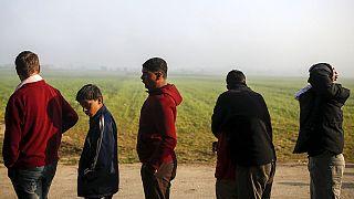 لاجئون ومهاجرون يواصلون رحلتهم نحو أوروبا