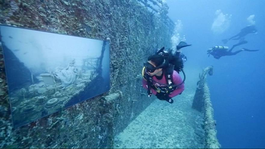Su altında resim sergisi