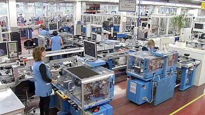 Die Industrie in der Euro-Zone kommt leicht in Schwung - trotz Schwächen in Deutschland und Frankreich