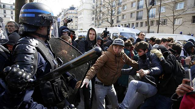 Fewer students turn out for French labour reform protest