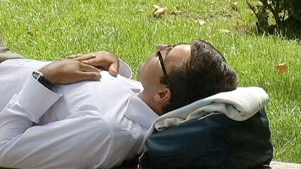 """Espanha: Mariano Rajoy quer acabar com a """"siesta"""""""