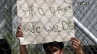 اليونان تعلق عملية إعادة اللاجئين إلى تركيا