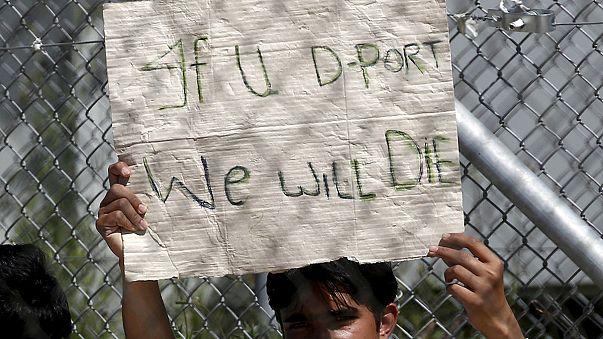Греция приостановила отправку нелегалов в Турцию