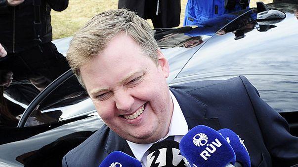 Islândia: primeiro-ministro renuncia ao cargo