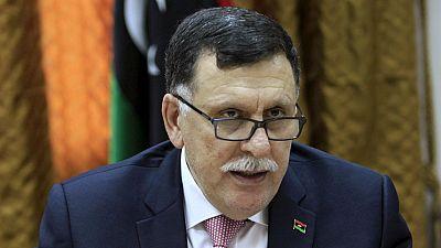 Libye : le gouvernement de Tripoli non reconnu cède le pouvoir