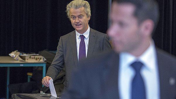 Holandeses em referendo sobre acordo Bruxelas-Kiev