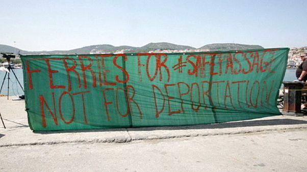 Menos refugiados, muita burocracia para as autoridades gregas