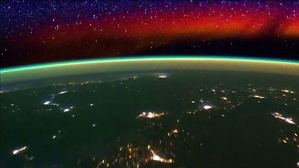 A extraordinária vista espacial do horizonte terrestre à noite