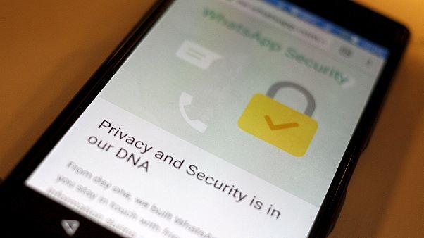 WhatsApp зашифровал переписку