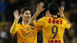 Torres red card hurts Atletico as Barcelona win 2-1