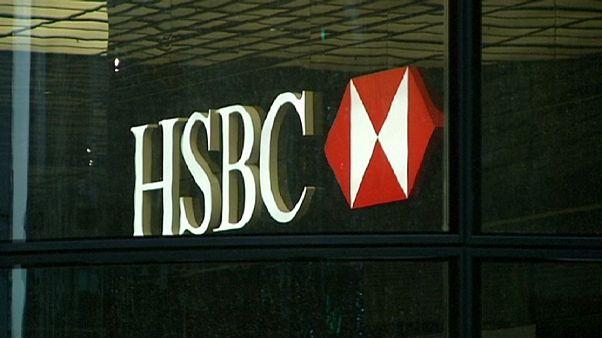 بريطانيا تطالب البنوك بتقديم معلومات عن أية تعاملات محتملة مع موساك فونسيكا