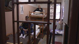İtalya'daki cezaevleri alarm veriyor