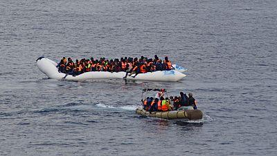 Des centaines de migrants sauvés d'un bateau par les gardes-côtes Italiens