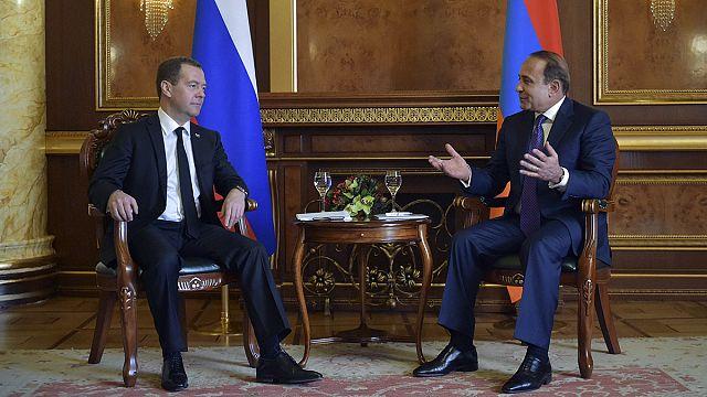 Rusia se moviliza para apagar las brasas de la guerra en Nagorno Karabaj