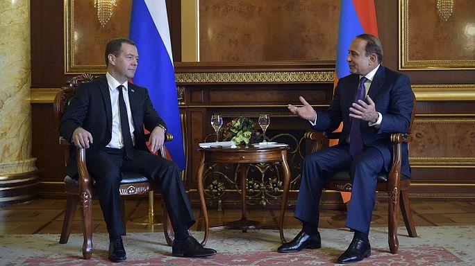 Karabağ'daki tansiyonu düşürmek için diplomasi devrede