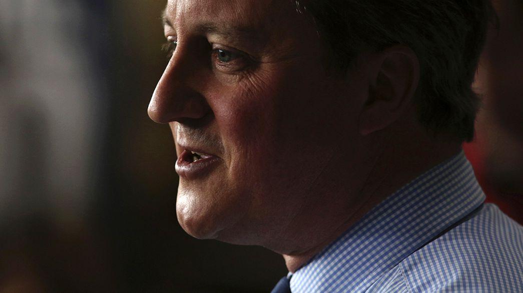 Cameron admite que teve ações de um fundo de investimento do pai nas Bahamas