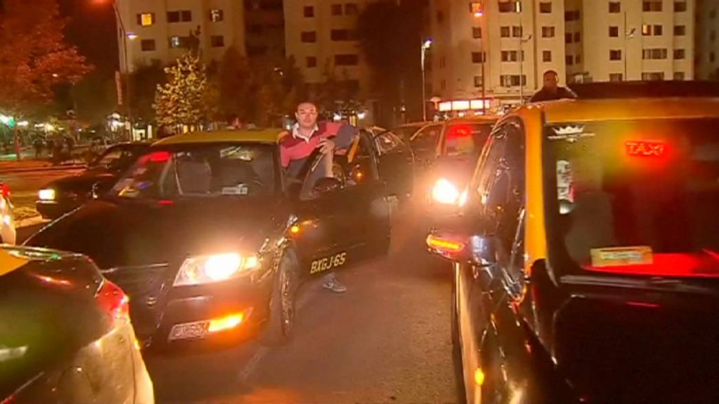 Taxistas chilenos na rua contra a Uber