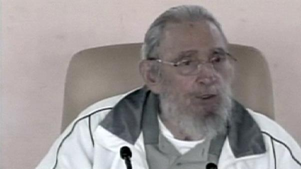 Cuba: Fidel Castro visita una scuola