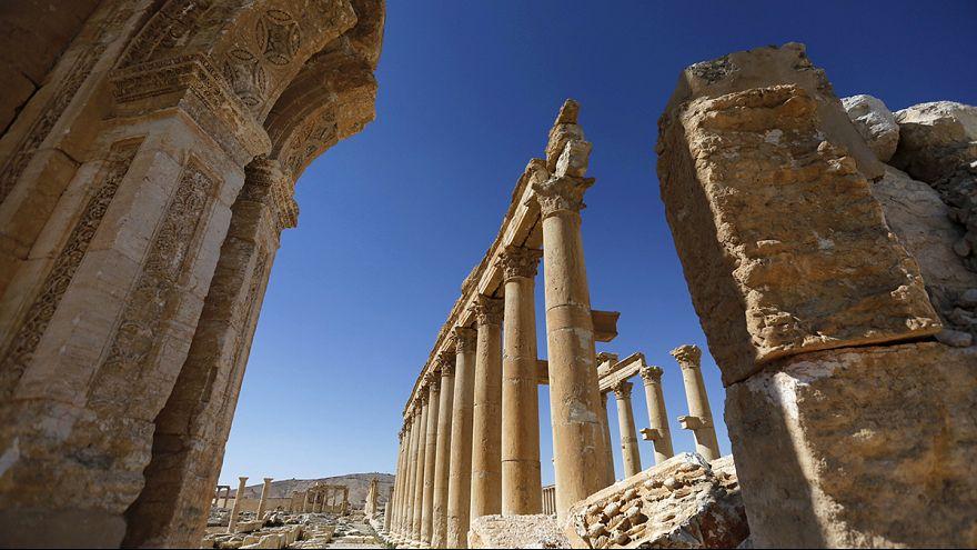 """Gli sminatori russi """"ripuliscono"""" Palmira liberata"""