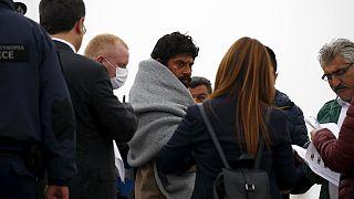 Crise dos refugiados: Deportados da Grécia chegam à Turquia