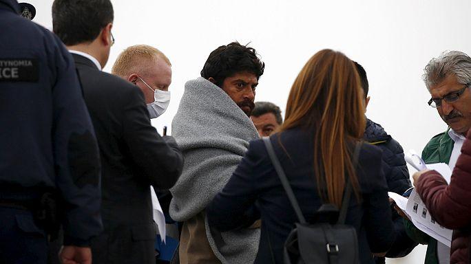 Греция депортирует в Турцию группы нелегалов