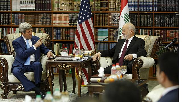 """Джон Керри прилетел в Багдад """"выразить поддержку правительству"""""""