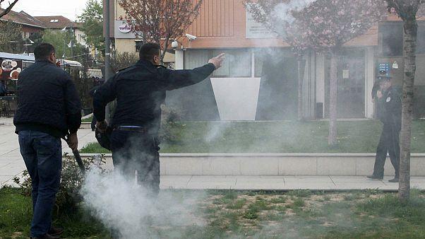 پرتاب گاز اشک آور در جشن آغاز به کار رئیس جمهوری جدید کوزوو