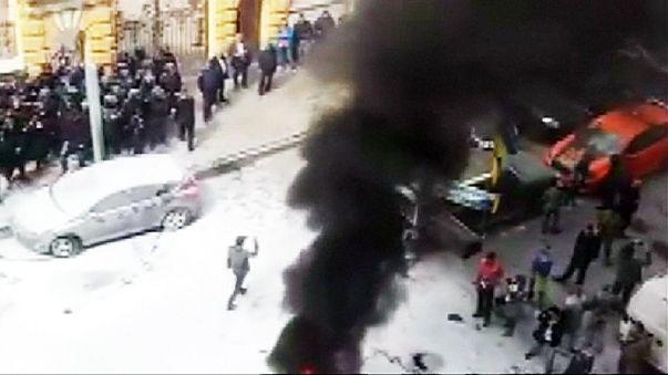 Decenas de activistas protestas frente a la corrupción en Kiev