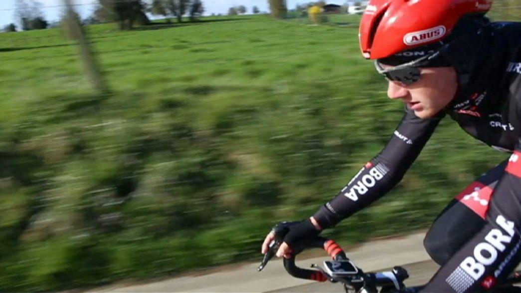 El Bora-Argon 18 calienta motores en la París-Roubaix