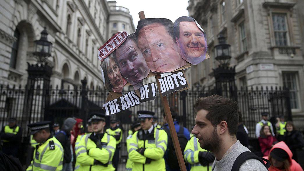 Centenares de personas se manifiestan en Londres para pedir la dimisión de Cameron