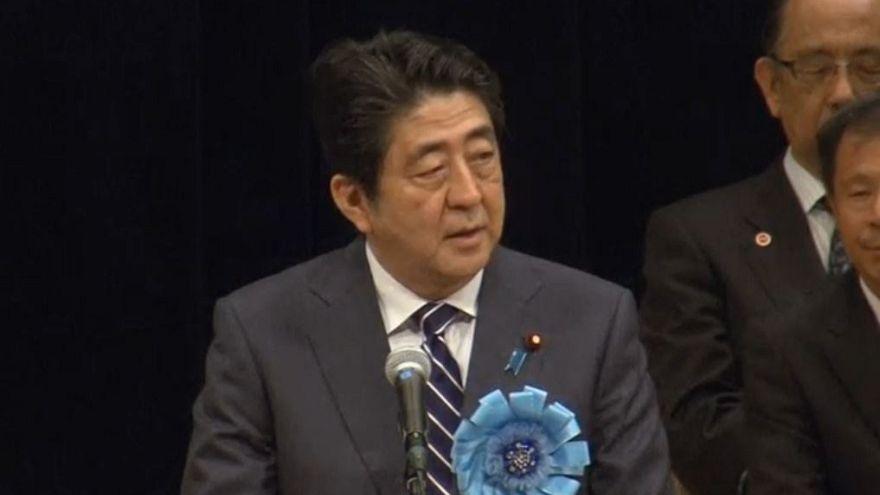 Abe Sinzo kíméletlen választ ígért Észak-Koreának
