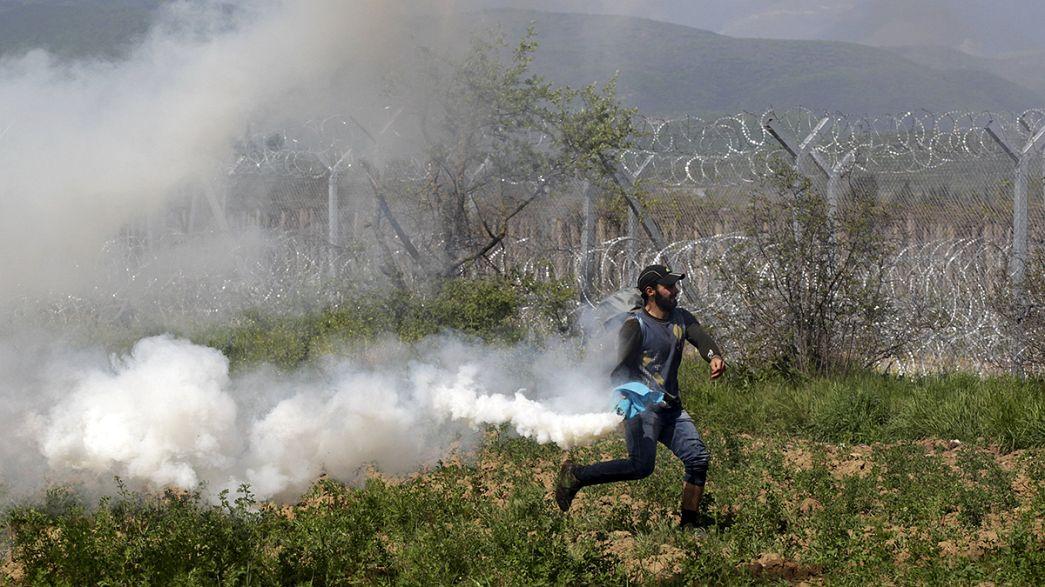 La police tire des gaz lacrymogènes contre des migrants à Idomeni