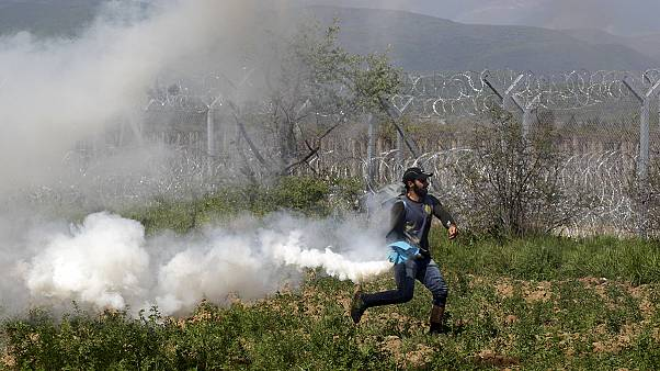 Desperate migrants storm fence on FYROM border