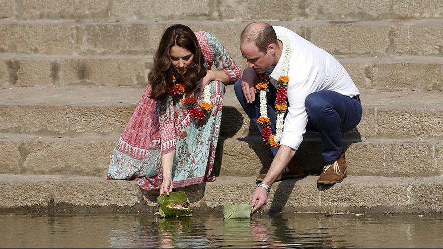 Partie de cricket en Inde pour Kate et William