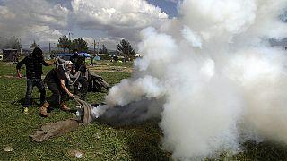 Yunanistan ile Makedonya sınırında mültecilerle polis çatıştı