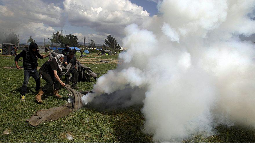 """مخيم إيدوميني: اليونان تصف تصرف الشرطة المقدونية مع اللاجئين بـ """"المؤسف"""""""