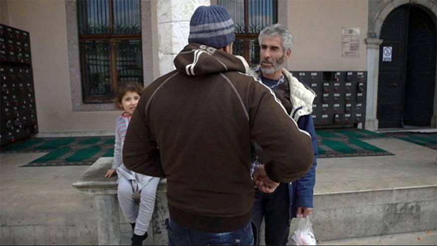 O filão dos refugiados: O tráfico, o desvio de fundos e o lucro privado