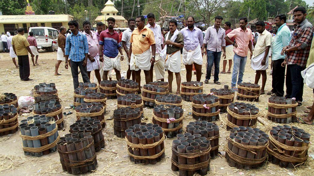 Al menos cinco detenidos por explosión de material pirotécnico en un templo en el sur de la India
