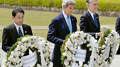 John Kerry visits Hiroshima memorial