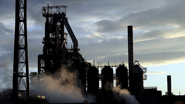 """شركة """"تاتا ستيل"""" للصلب الهندية تبدأ بيع أعمالها في بريطانيا"""