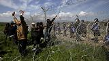 Atenas indigna-se face ao ataque da polícia macedónia sobre refugiados