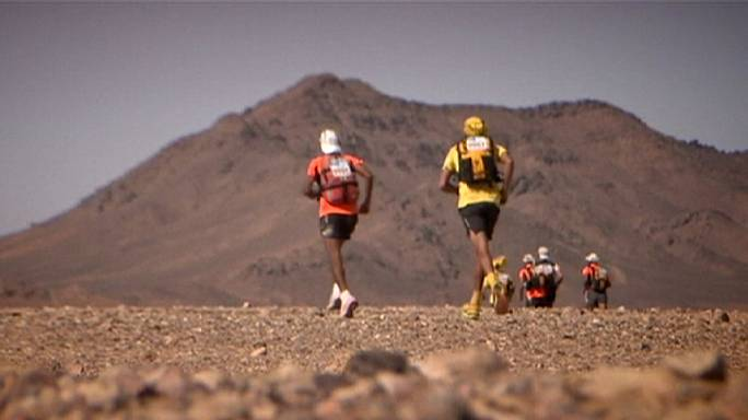 Çöl maratonunda heyecan sürüyor