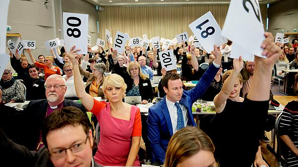 Norveç'te kilise eşcinsel evliliğe onay verdi