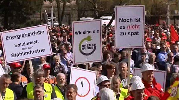 Los trabajadores de la siderurgia alemana salen a la calle