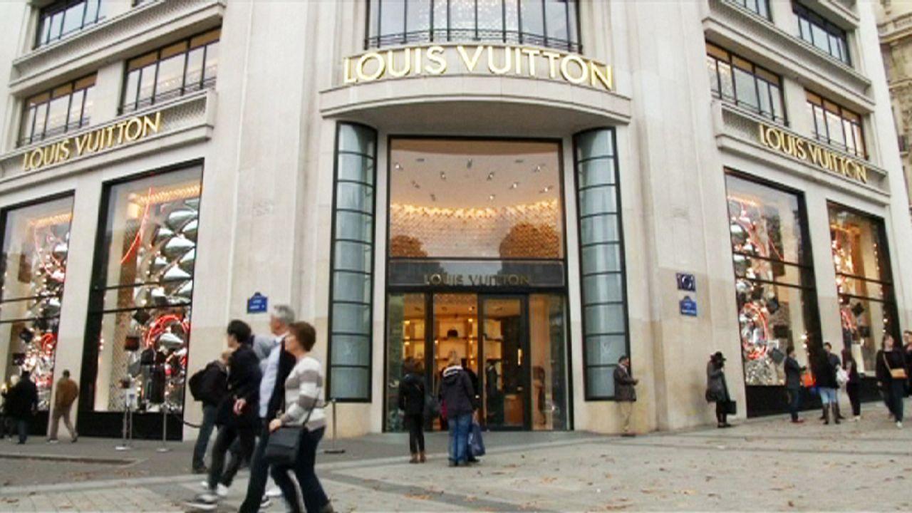 Kevesebb luxustáska fogy Párizsban