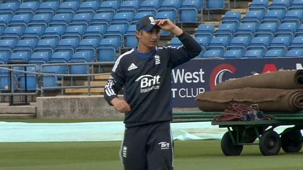 Críquete: James Taylor traído pelo coração