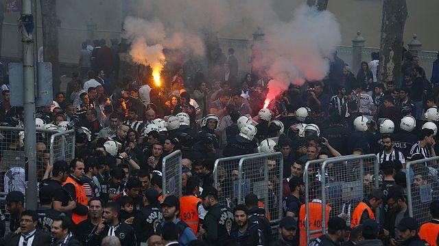 Турецкая полиция против футбольных фанатов