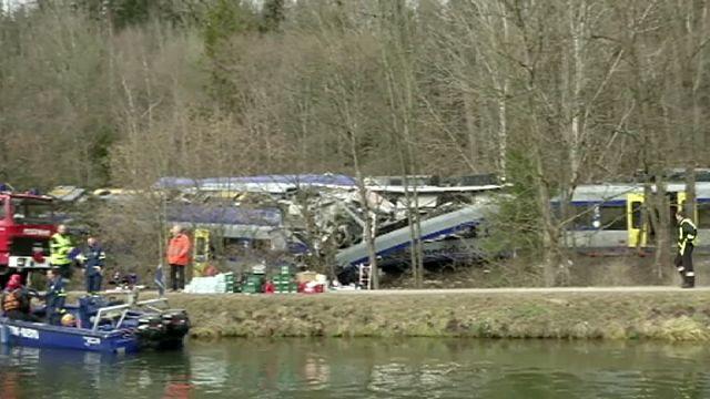 بسبب لعبة الكترونية، عامل سكة حديد تسبب بحادث اصطدام قطارين