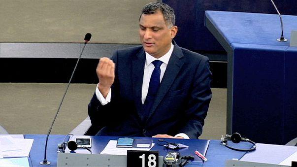 Obszöne Geste im Europaparlament